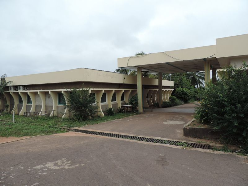 yamoussoukro-mission-catholique-3.jpg