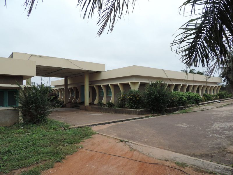 yamoussoukro-mission-catholique-4.jpg